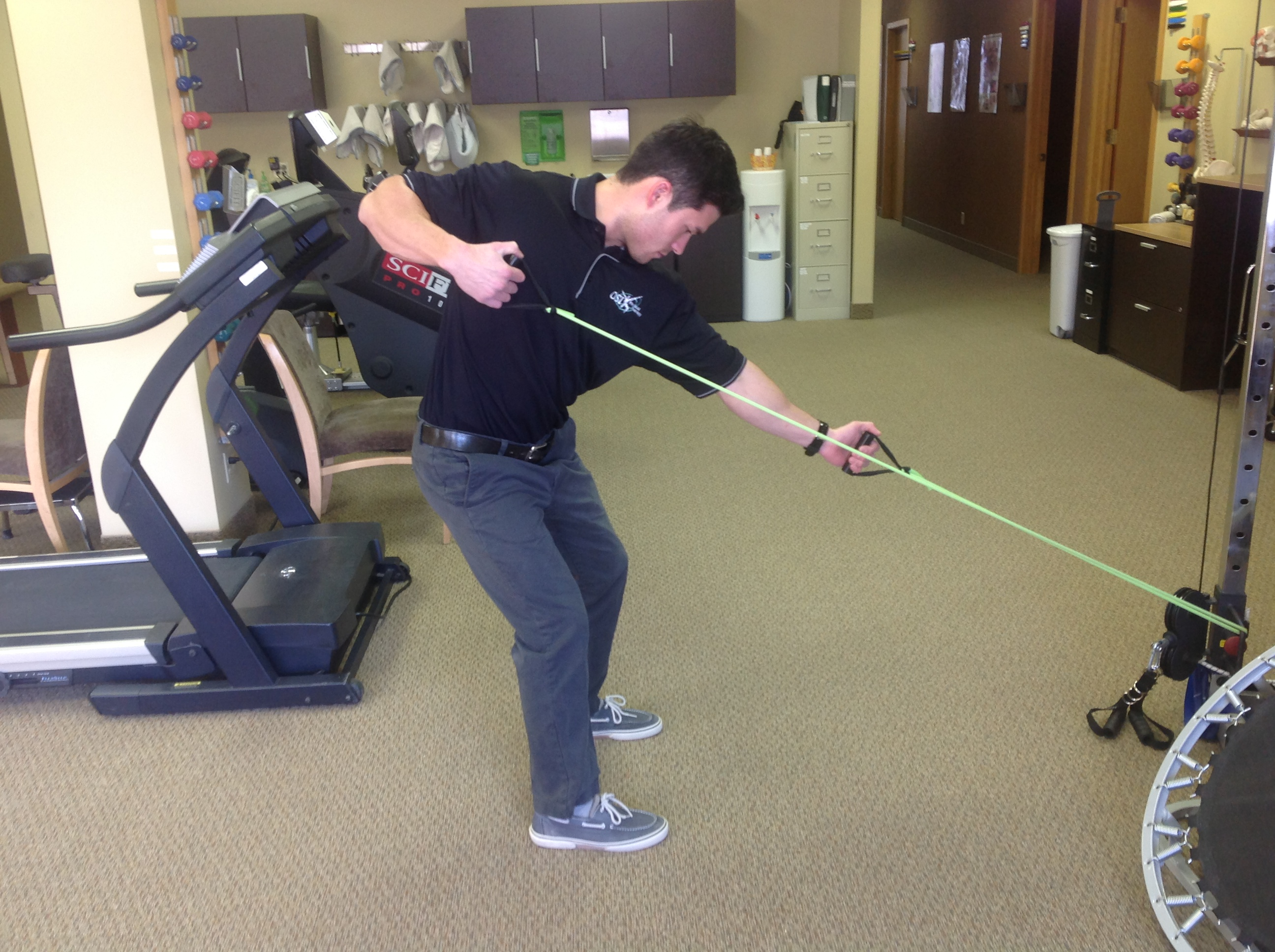 Trunk rotation strengthening in golf posture